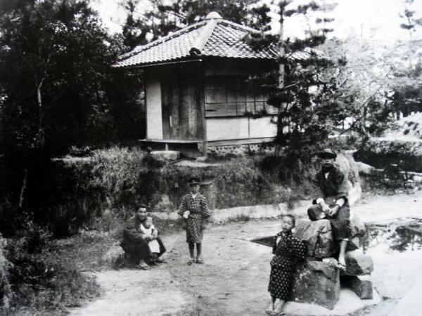 天主台で遊ぶ子ども